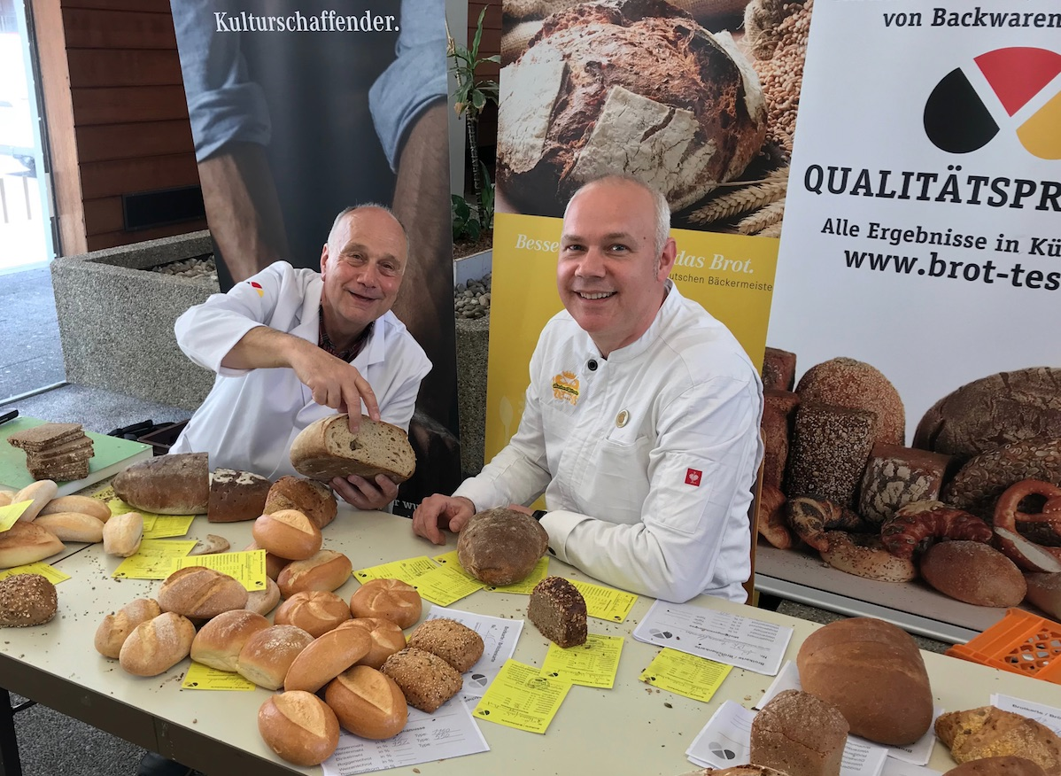 Bei der Brotprüfung